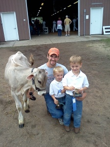 calves, dakota county fair, erik, jonnie, tim, 2011